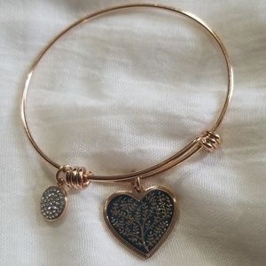 Beautiful rosegold colored heart bracelet